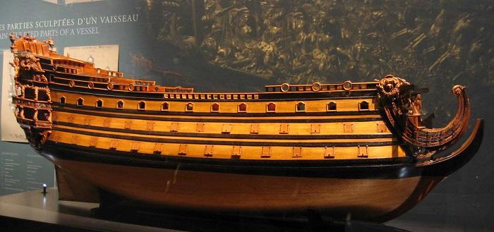 """Modello in legno della nave ammiraglia di Luigi XIV, la """"Soleil Royal"""", che con il suo affondamento da parte degli inglesi segnò l'inizio della fine della potenza navale francese"""
