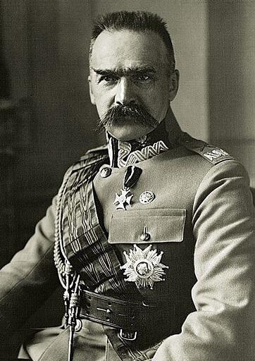 Józef Piłsudski, eroe nazionale polacco e primo capo dello Stato, già effigiato su monete e medaglie e ora ricordato anche da una banconota