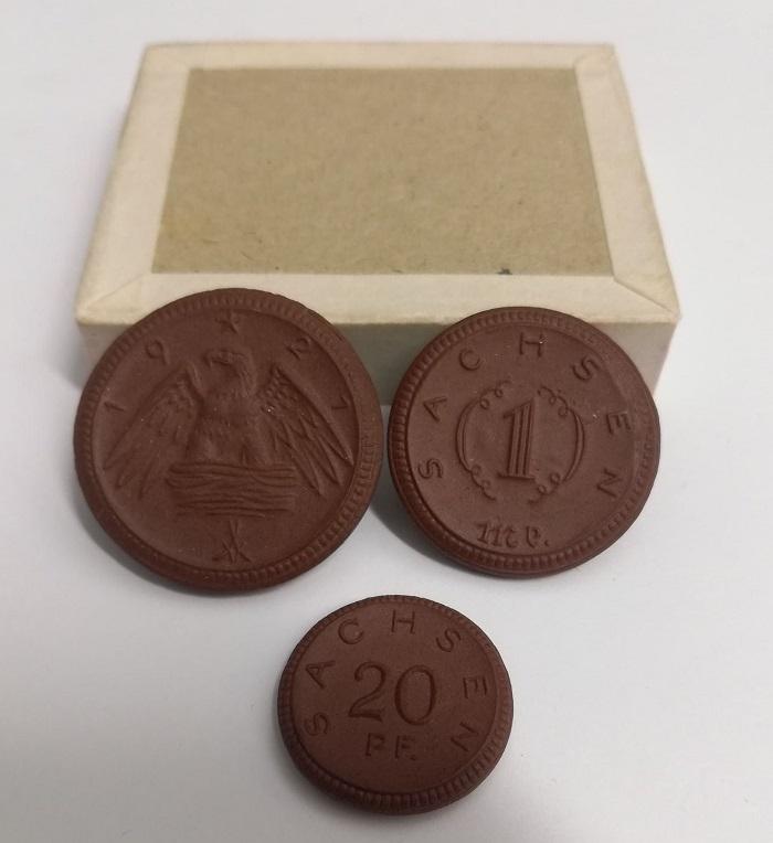 Monete mondiali, medaglie, militaria, perfirno i gettoni di porcellana del primo dopoguerra tanto in voga in Germania tra gli articoli proposti da MyNumi.net