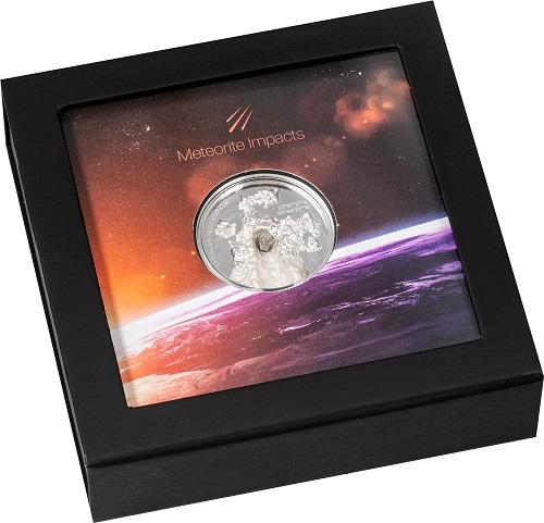 La confezione della nuova moneta delle Isole Cook che ricorda il meteorite di Viñales precipitato nel 2019