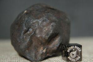 Un frammento del meteorite di LViñales precipitato a Cuba nel 2019 e in vendita per 5500 dollari