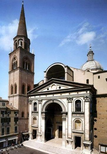 La basilica di Sant'Andrea a Mantova custodisce i Sacri Vasi