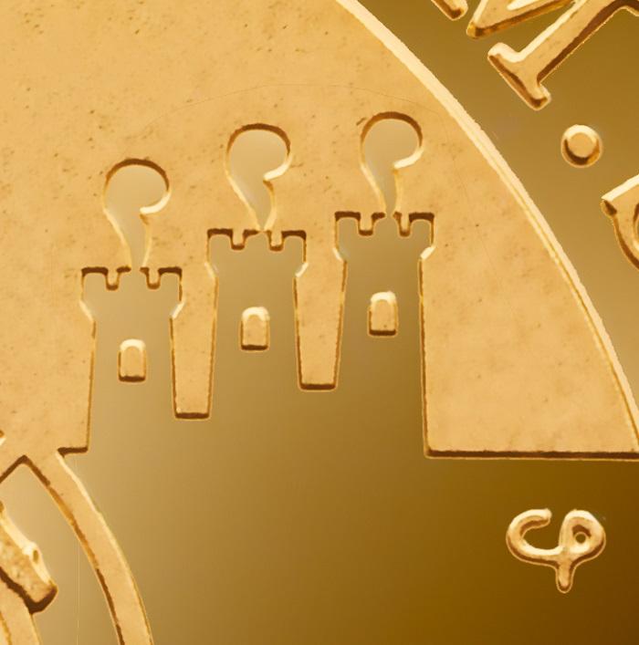 Le piccole Tre Penne e il monogramma dell'artista Chiara Principe delineate con un delicatissimo incuso, a fondo specchio, sul rovescio della moneta