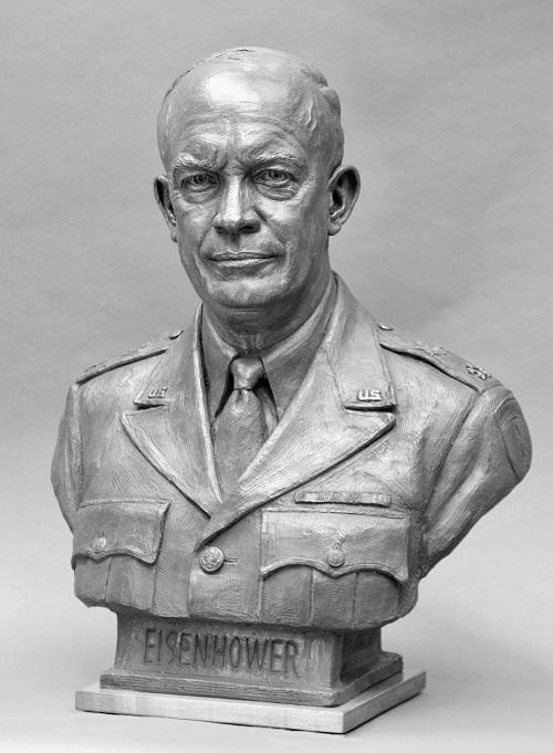 Dwigth D. Eisenhower (1890-1969), comandante delle forze USA in Europa nella Seconda guerra mondiale e 34° presidente degli Stati Uniti dal 1953 al 1961