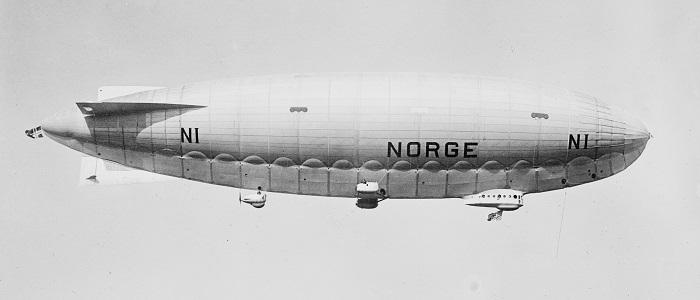 """Il dirigibile """"Norge N-1"""" era lungo ben 106 metri e aveva un volume di 16 mila metri cubi; riempito di idrogeno, era spinto da sei motori da 245 cavalli ciascuno e sorvolò il Polo Nord il 12 maggio 1926 al comando di Umberto Nobile"""