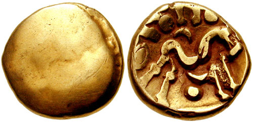 Uno statere d'oro coniato dell'Inghilterra celtica, coniato dalla tribù degli Ambiani nel 60-50 a.C.: pesa poco meno di sei grammi per 20 millimetri di peso