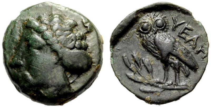 Piccolo bronzo di 1.27 grammi di peso coniato ad Elea/Velia nel IV secolo a.C. con testa di ninfa al D/ e civetta di stile ateniese, su ramo d'ulivo, al rovescio