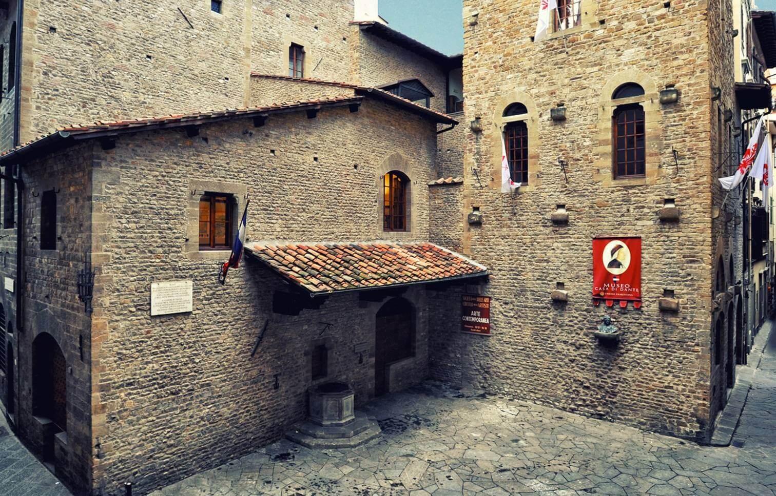 La casa natale di Dante Alighieri nel cuore della Firenze medievale