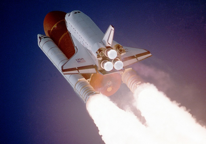 """Ci vollero due anni prima che il programma dei voli spaziali con equipaggio della NASA riprendesse, per poi chiudersi l'8 luglio 2011 con la missione STS-135 che portò in volo la navetta """"Atlanis"""""""