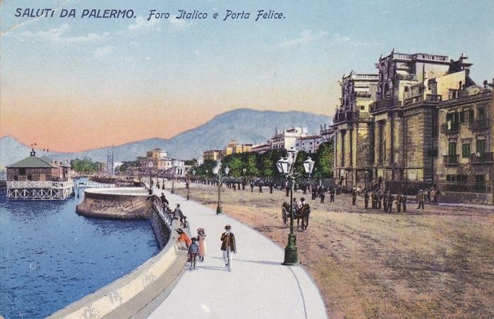 Il lungomare di Palermo e la monumentale Porta Felice in una cartolina
