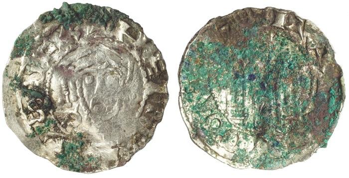 Una delle monete medievali rinvenute in Polonia assieme a gioielli, lingotti d'argento e altri esemplari numismatici di varie zecche (credits: Adam Kedzierski)
