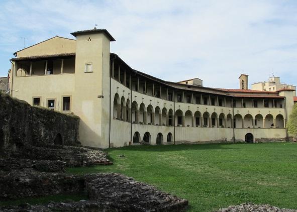 Il Museo archeologico di Arezzo sorge in un complesso antico che è stato edificato su parte dell'anfiteatro romano della città: costituisce un affascinante complesso archeologico ed espositivo ricco anche di reperti numismatici