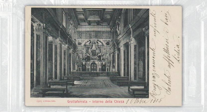 L'interno dell'abbazia di Grottaferrata e, in particolare, lo scenografico altare seicentesco, sono da sempre una delle opere d'arte più note della città laziale: qui, una cartolina d'epoca che ne esalta la bellezza