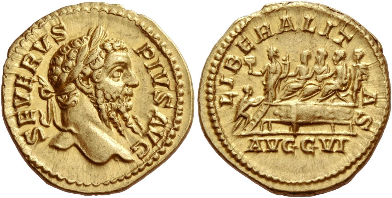 """Un magnifico aureo a nome di Settimio Severo coniato a Roma nell'anno 209 su cui viene esaltata la """"liberalitas"""" dell'imperatore e della sua famiglia, effigiati sul palco al rovescio"""