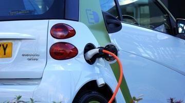 Le auto elettriche, una volta supportate da una capillare rete di punti di ricarica, saranno essenziali per la mobilità sostenibile
