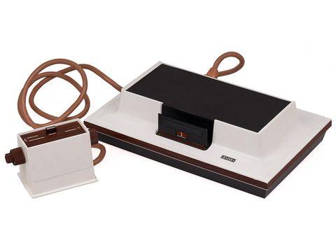 """Sembra un reperto archeologico, eppure """"Magnavox Odyssey"""" è stata la prima console domestica per videogame del mondo"""