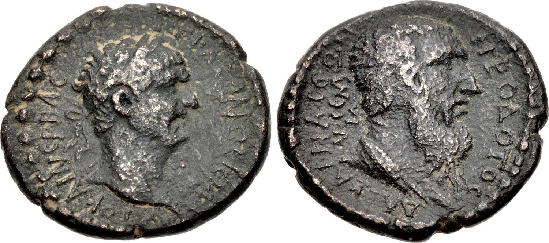 La prima moneta conosciuta con ritratto di Erodoto risale al periodo di Traiano e mostra il ritratto imperiale abbinato a quello del grande storico greco dell'età classica