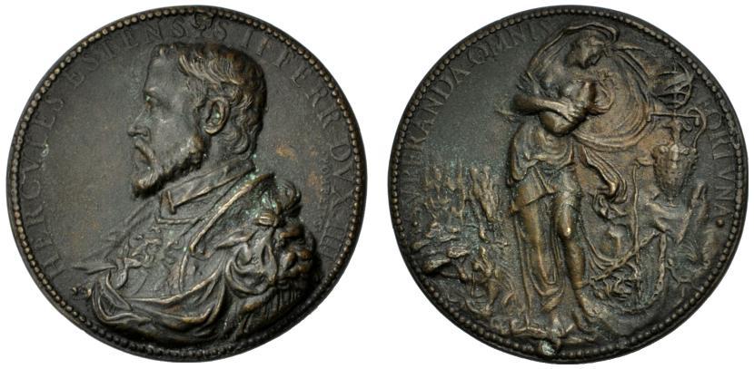 """La raffinata medaglia  fusa del 1554 opera di Pompeo Leoni che raffigura al rovescio una dettagliata e finissima riproposizione della """"invenzione"""" vasariana adottata dal duca Ercole II d'Este"""
