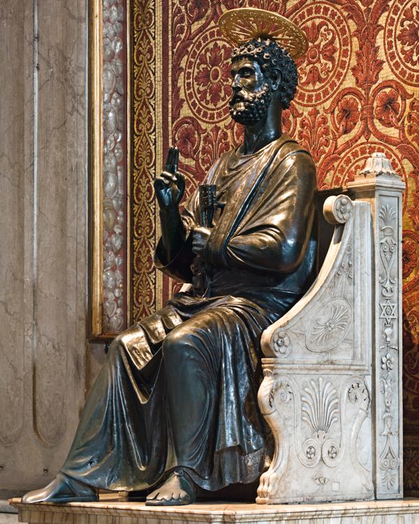 """Il """"San Pietro in cattedra"""" di Arnolfo di Cambio, che si trova nella Basilica Vaticana, è il soggetto dei nuovi 20 euro in rame di papa Francesco"""