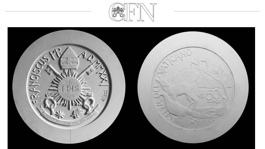 I modelli in gesso della moneta da 50 euro in oro del Vaticano disponibile dal 3 maggio 2021 insieme alla serie annuale di monete in versione proof