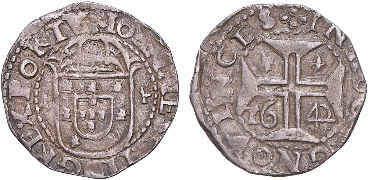 """Moneta in argento portoghese da 100 reais in argento del 1642 coniata a nome di re Dom João IV (1640-1656): la croce al rovescio richiama quelle dipinte sugli """"azulejos"""" di Belem"""