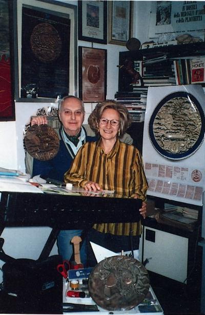 Luciano Zanelli con la moglie Rosa Gatti, al suo fianco per decenni non solo nella vita familiare ma anche nel corso dell'attività artistica