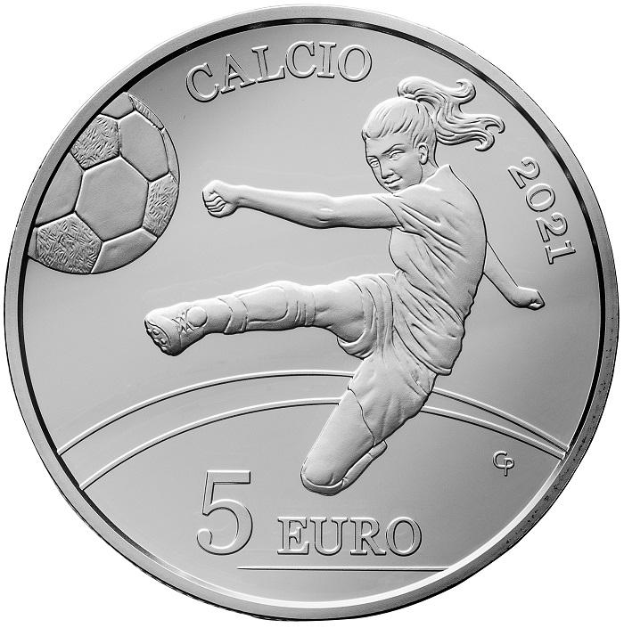 Dinamici e moderni, oltre che efficace messaggio sulla parità negli sport come in ogni altra attività, i 5 euro di San Marino in uscita il 24 giugno strizzano l'occhio alla passione per il calcio