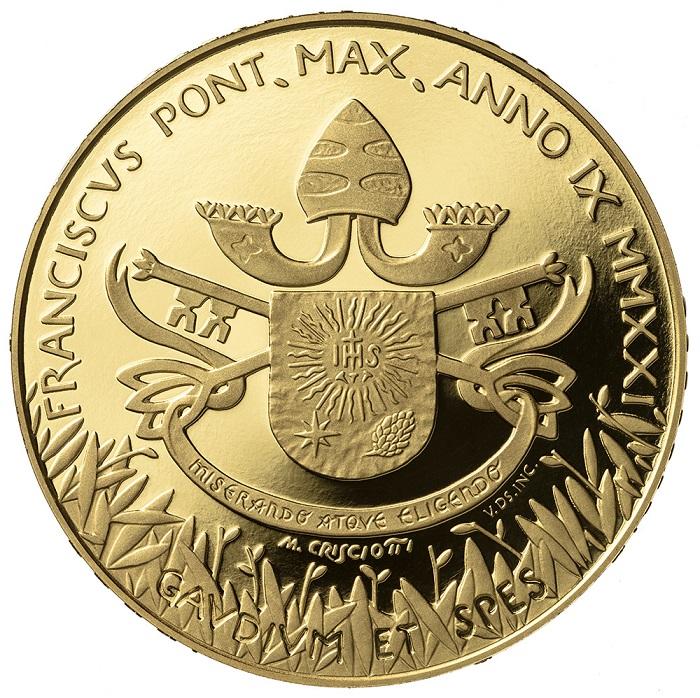 Un tappeto di foglie d'ulivo decora lo stemma di papa Francesco e anche le chiavi sembrano rievocare la pianta simbolo per eccellenza della pace