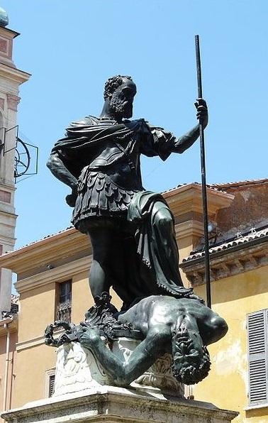 La magnifica statua fusa nel bronzo da Leone Leoni e raffigurante Ferrante Gonzaga