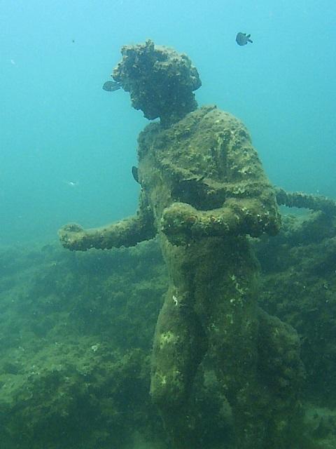 Una delle statue del Parco archeologico subacqueo di Baia, in Campania: si tratta di uno dei pochi esempi di sito sottomarino italiano che abbia goduto di un'azione estensiva di tutela e di valorizzazione