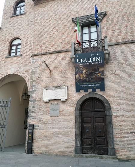 L'antico Palazzo Ubaldini, nel centro storico di Apecchio (PU), dal 12 giugno ospita la mostra sull'antica casata
