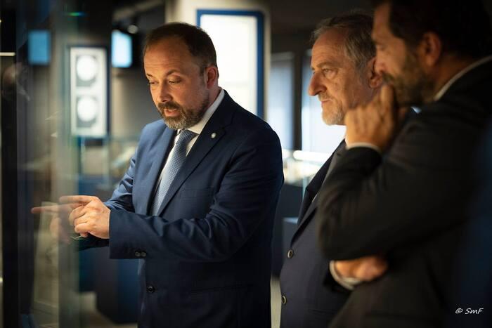 Il responsabile del progetto museale Roberto Ganganelli guida i capitani reggenti della Serenissima Repubblica in una visita privata alla sezione numismatica