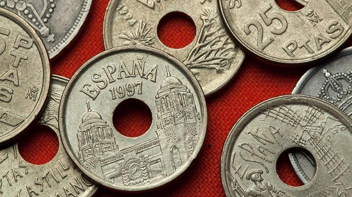 """Tra le più fortunate emissioni spagnole denominate in pesetas ci sono quelle da 25, forate e dedicate a monumenti e regioni del paese iberico: vere e proprie """"cartoline in tondello"""" amate e collezionate anche dai semplici turisti"""