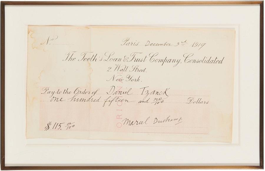 """Il celebre """"Assegno Tzanck"""", opera con cui Marcel Duchamp, nel 1919, """"pagò"""" il conto del dentista realizzando una commistione rivoluzionaria fra arte e denaro: pur non spendibile, il suo valore di mercato sarebbe ovviamente altissimo"""