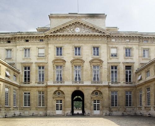 La sede storica della Monnaie de Paris, al numero 11 di Quai de Conti, ospita anche il museo numismatico dell'officina monetaria