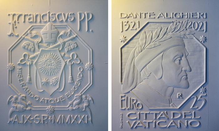 I modelli in gesso di Daniela Longo da cui è stata tratta la moneta rettangolare da 25 euro in argento proof e colori che il Vaticano emetterà il 26 ottobre prossimo