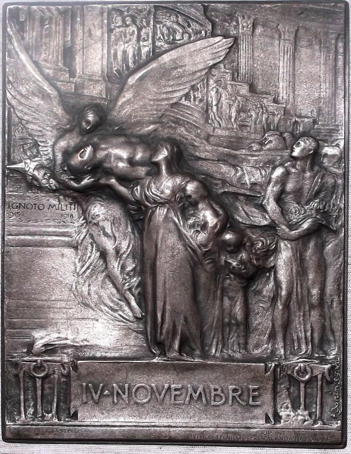 Prova in bronzo argentato della placchetta di Egidio Boninsegna dedicata al Milite ignoto a ricordo del 4 novembre 1921, data di traslazione della salma all'Altare della Patria